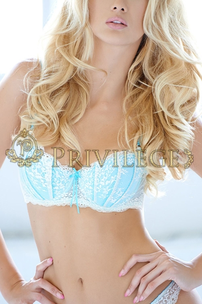 Top model escort in Paris Chloé, luxury gfe companion
